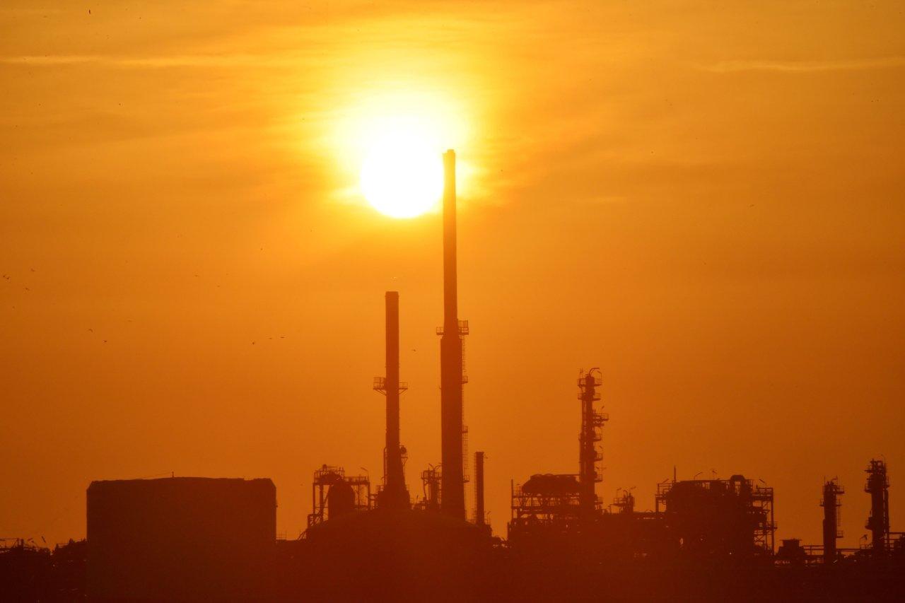 EIA报告好坏参半 多空博弈后原油小幅收高