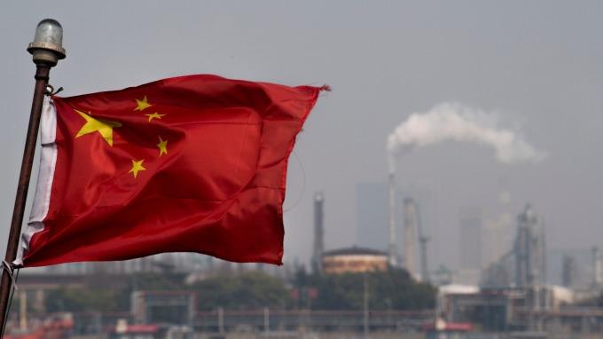 中国原油期货上市首日交易额破百亿人民币