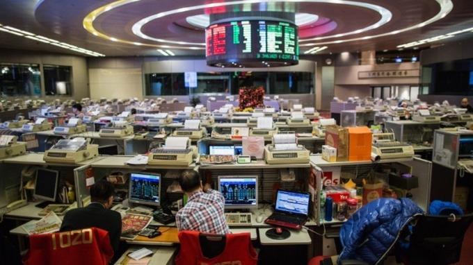 港股午盘涨0.41% 科网股走低腾讯重挫小米大涨9%