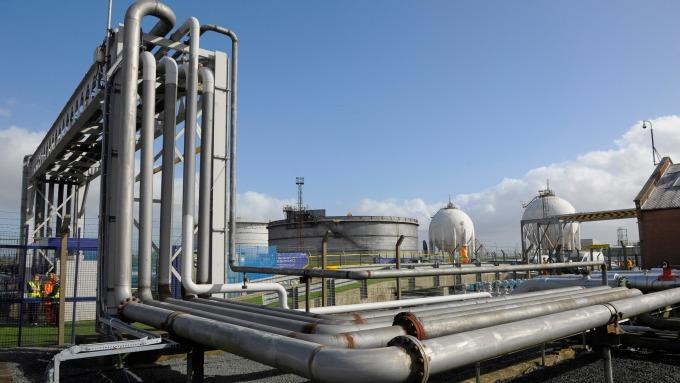 贸易紧张情绪缓解+伊朗制裁发酵 原油三连涨