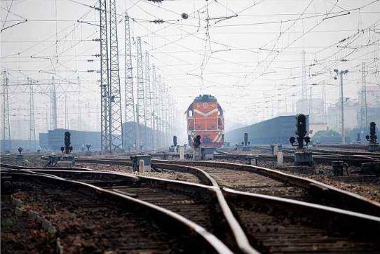 股票 基建提速下铁路热潮正起 产业概念股机会挖掘!