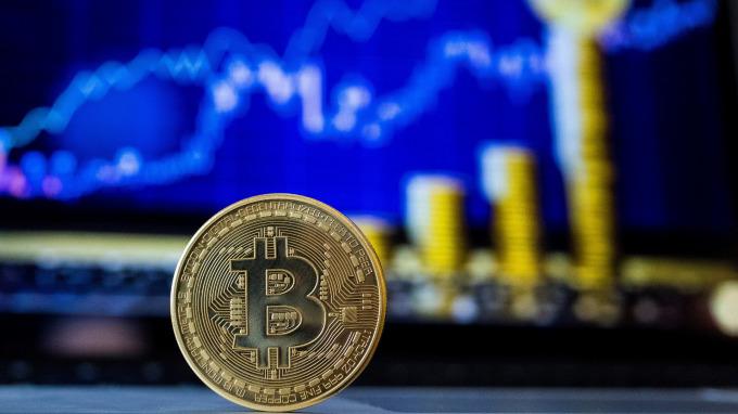 以太币上周暴跌34% 加密货币市值蒸发约6400亿美元