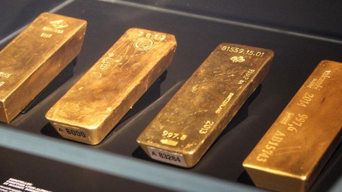 黄金收于三周低点但Fed升