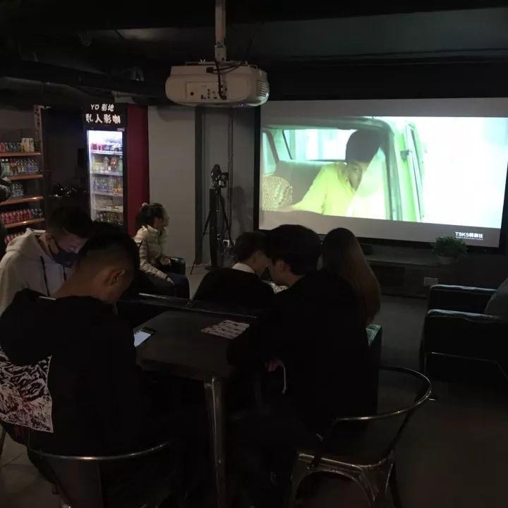 创业资讯:因爱看电影,90后创办私人影院 利润相当可观!