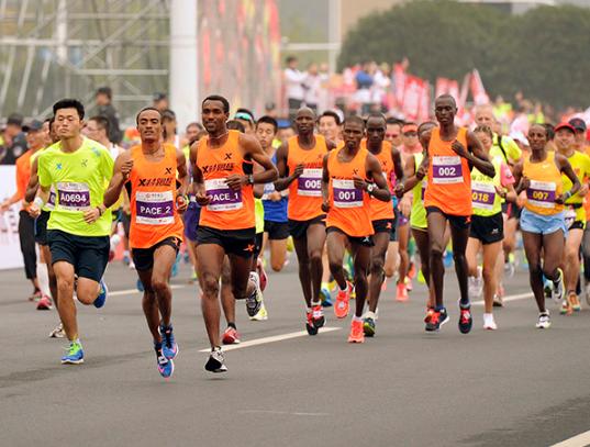 大学生创业:跑马拉松也能淘金?非洲留学生跑马拉松月入过万!