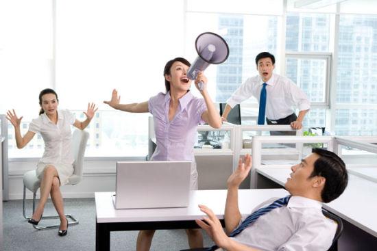 职场上,谦虚不是美德 而是走上人生巅峰的绊脚石!
