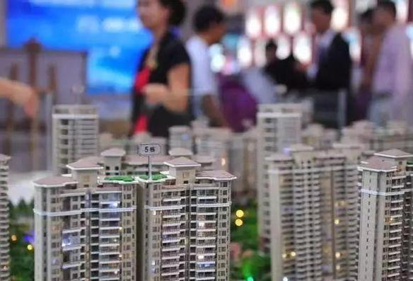 365早报:二线城市推动房价上涨 暑期现学生借贷整形潮