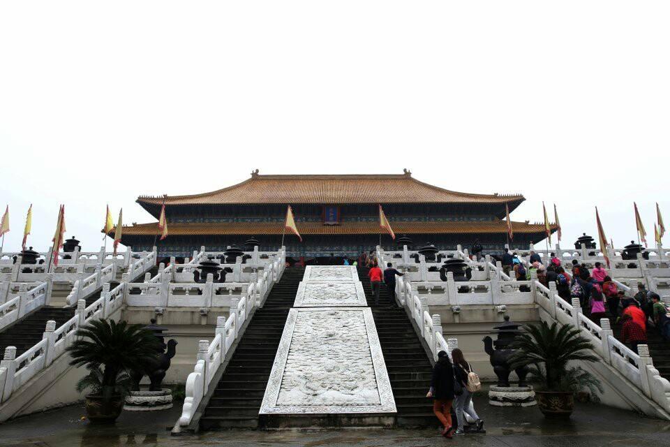 长城影视放弃首映时代,马思纯刘亚仁合影走出A股悲伤?
