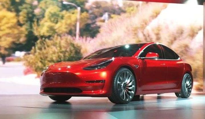 特斯拉推出标准Model3 起价为35,000美元