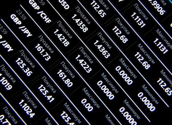 股票-股指持续震荡反弹 券商股大涨