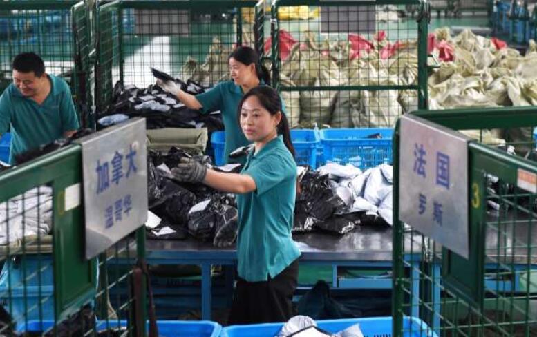"""财经资讯-中国启动了全球最大一日""""购物狂"""""""