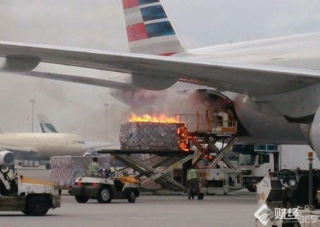 美航客机在香港机场起火 一名工人受伤