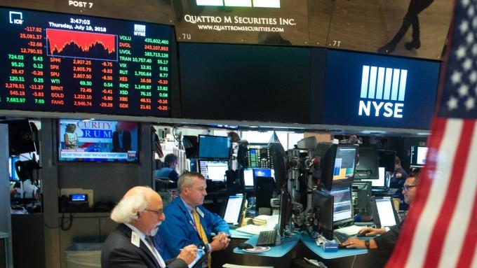亚马逊股价创新高Nasdaq连八天上涨道琼则收低74点